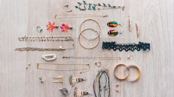 Gorgeous accessories that can be matched with  rainy season clothes.