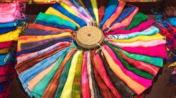 There are a lot of different colours scarfs that can be matched with your outfit to make it look stylish.
