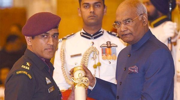 MS Dhoni receiving Padma Bhushan from President of India Shri Ram Nath Kovind