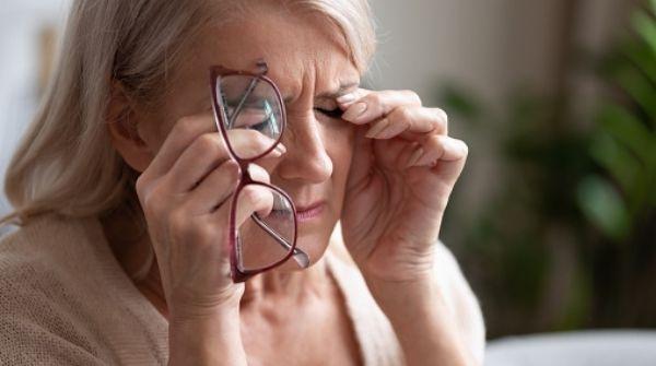 Diabetic Retinopathy symptoms includes eye pain too.