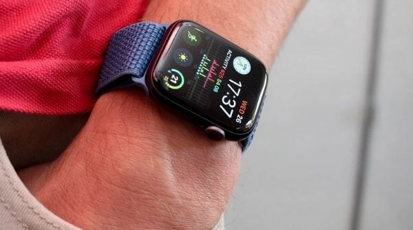 Series 4 Apple smartwatch with S4 processor that gives double the speed in comparison to Series 3